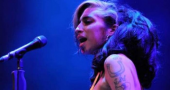 Amy Winehouse performs drunk in Belgrade