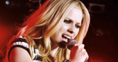 Avril Lavigne laughs off fan stage invasion