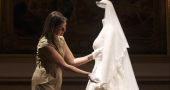 Kate Middleton's wedding dress big hit!