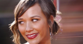 Rashida Jones talks kissing girls