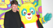 Sean Astin gets upstaged by Agent Oso