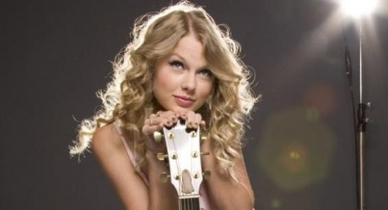 taylor swift posing with guitar
