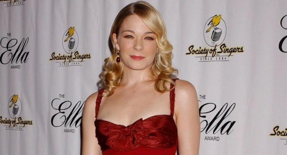 LeAnn Rimes denies tell all book