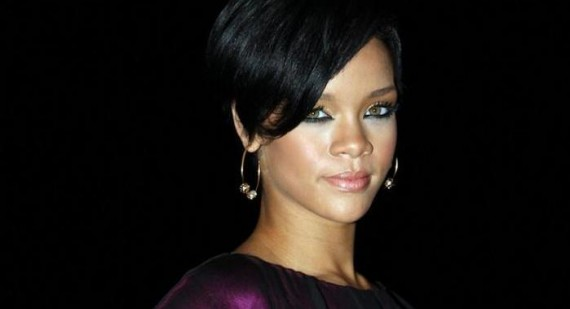 Rhianna told to diet and lose weight by her dad
