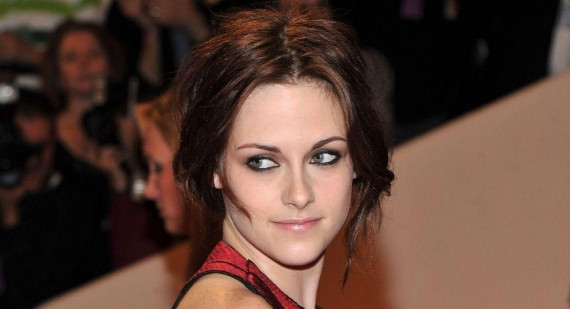 Will Kristen Stewart be a grifter in Ben Affleck's new movie?