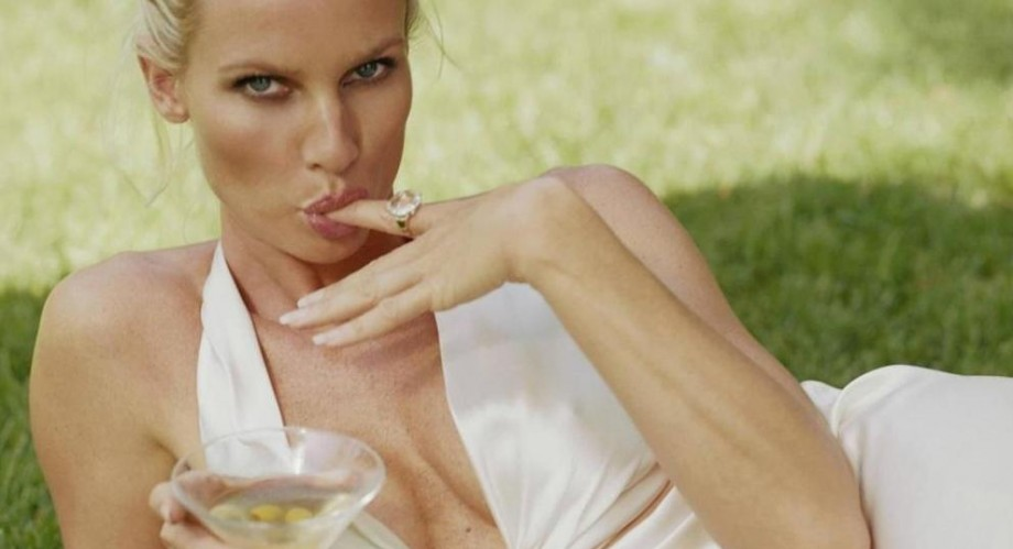 Nicollette Sheridan opens up about filming The Christmas Spirit