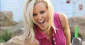 Jenny McCarthy and Kendra Wilkinson to party ahead of pre Super Bowl co-host gig