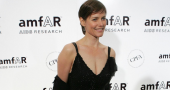 Carey Lowell turns candle maker amidst divorce from Richard Gere
