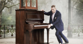 Hugh Laurie shows how to be a successful actor and musician