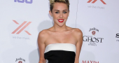 Miley Cyrus underwear performance following costume change cock-up