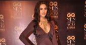 Nargis Fakhri overcomes wardrobe 'issue' at Bridal Fashion Week
