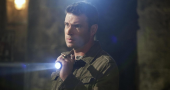 Scott Foley's gorgeous smile attracts fans to cover of