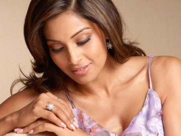 Bipasha Basu left John Abraham for Josh Hartnett
