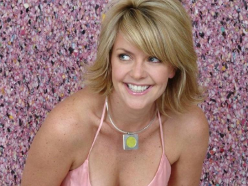 Amanda Tapping does everything like a superstar