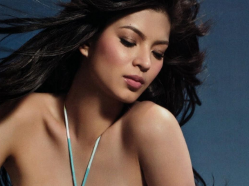 Angel Locsin 'rocks' blue dress for Folded and Hungph clothing