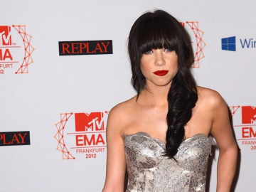 Carly Rae Jepsen ready to reclaim top spot on music charts in 2015