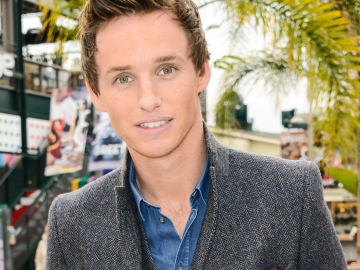 Eddie Redmayne reveals how Stephen Hawking gave him his blessing for new movie