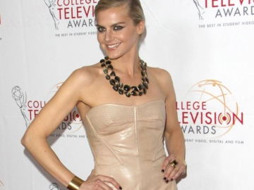 Eliza Coupe compares Nina in Benched to Jane in Happy Endings