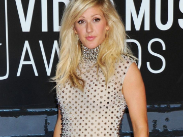 Ellie Goulding boob job rumours addressed by the singer‏