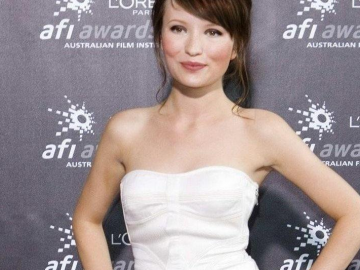 Emily Browning thinks women are overlooked in Hollywood