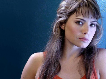 Erica Durance puts 'fear' into her tv fans with superb 'Painkillers'
