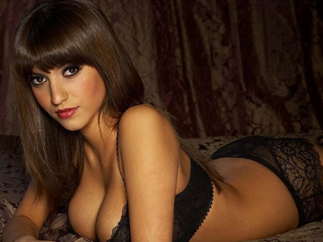 Francoise Boufhal's 'bedroom' lingerie photo is game-changing gorgeous