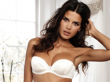 Is being the Ultimo model better than modelling for Victoria's Secret?