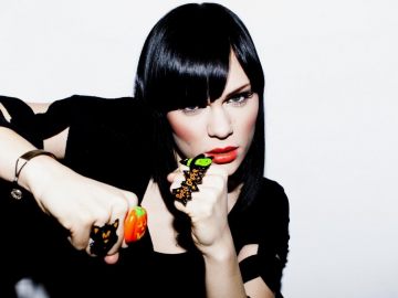 Jessie J reveals popularity secret in plane flight 'fear' disclosure