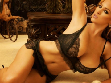 Jordan Carver getting outfit opinions of fans ahead of L.A. trip