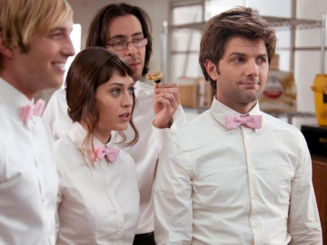 Lizzy Caplan wants a Party Down reunion