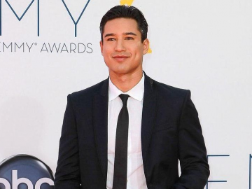 Mario Lopez shows off fan-winning comedic side in