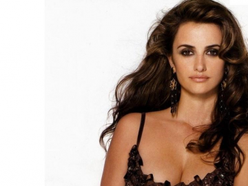 Penelope Cruz reveals 'funny' side in September 'InStyle' interview