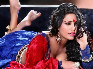 Poonam Pandey World Cup Twitter promise has fans cheering for India