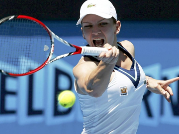 Simona Halep loses WTA finals but earns Porsche and tennis respect