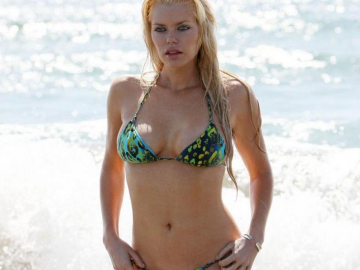 Sophie Monk shows how to enjoy a day off