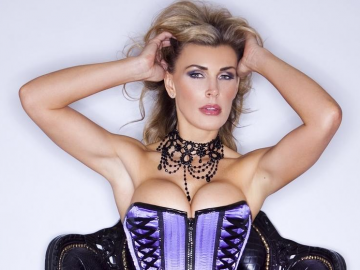 Tanya Tate's provocative photos have Geek Expo fans excited