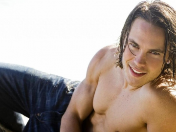 Taylor Kitsch has fans dreaming of him as Bachelor contestant