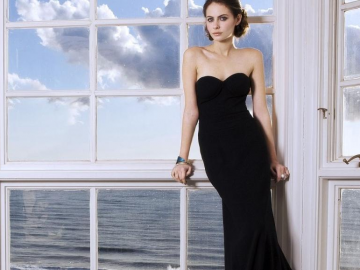 Willa Holland to see Thea discover Oliver's secret in Arrow season 3