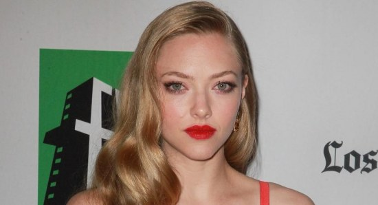Amanda Seyfried, stunning beauty in a red dress