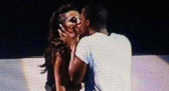 Cheryl Cole and Tre Holloway kiss on stage