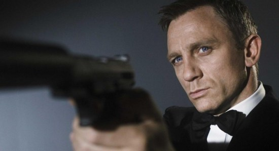 Daniel Craig loves a James Bond pose