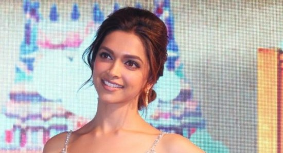 Deepika Padukone looking glamorous in dress