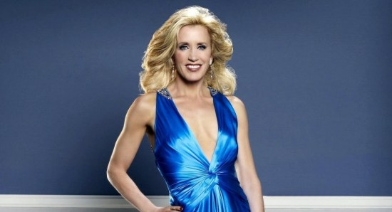 Felicity Huffman looking gorgeous in blue dress