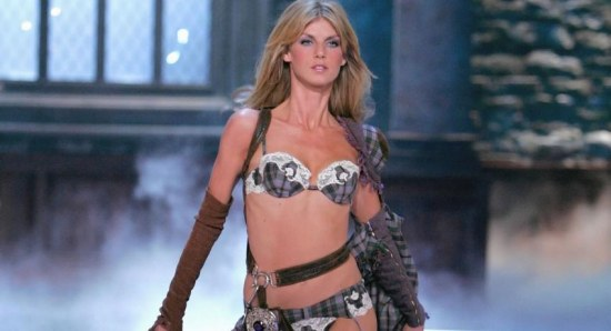 Angela Lindvall on the runway