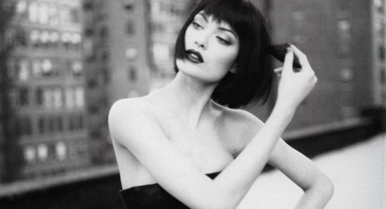 Shalom Harlow doing her modelling thing
