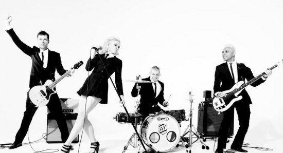 Gwen Stefani with her No Doubt band mates
