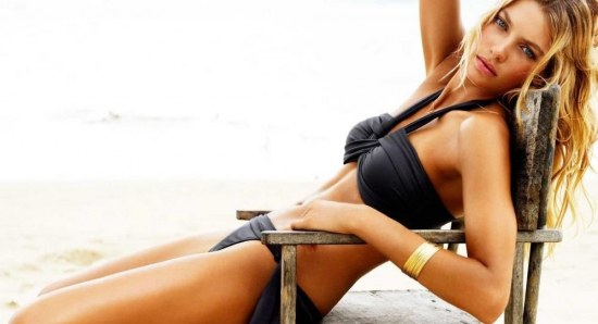 Jessica Hart looking sensation in black bikini