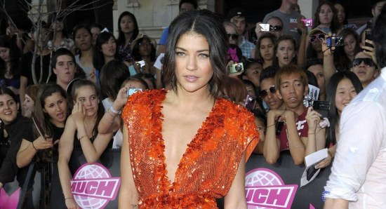 Jessica Szohr in sexy dress on red carpet