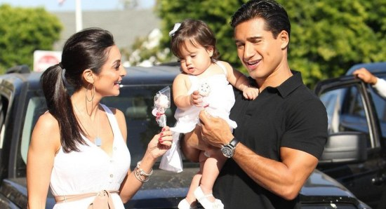 Mario Lopez with his wife and daughter