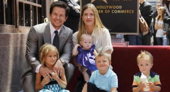 Mark Wahlberg and Rhea Durham with the kids